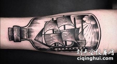 小臂上的漂流瓶帆船纹身图案