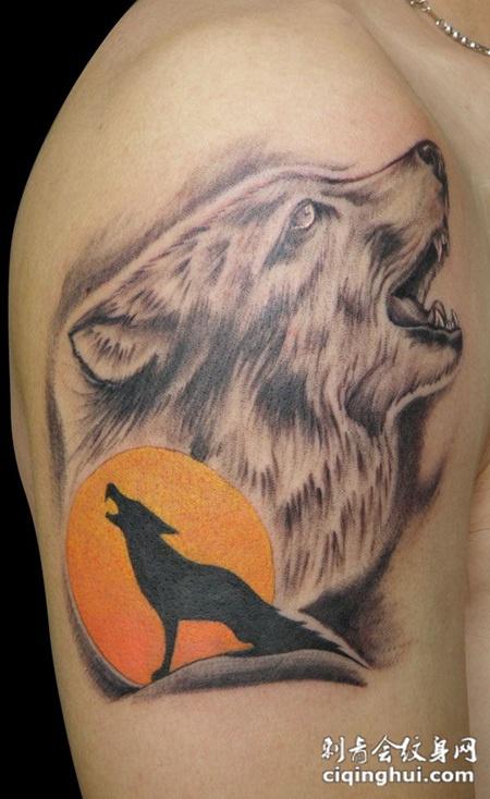 胳膊上的狼头纹身