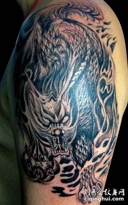 胳膊上的麒麟纹身