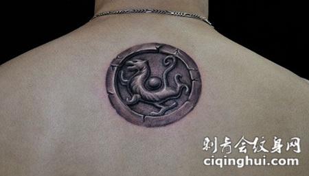 背部雕刻印章纹身