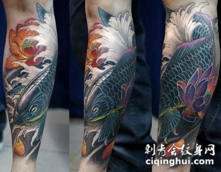 牡丹与浪花间的鲤鱼纹身
