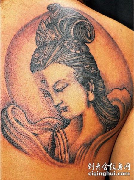 后背上的仙女纹身