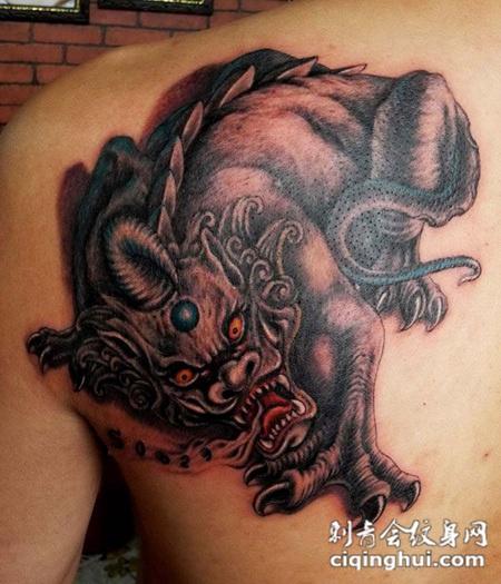 如果您喜欢现在这张后背上的貔貅纹身,您可能还会喜欢满背貔貅纹身或者胳膊上的貔貅纹身.图片