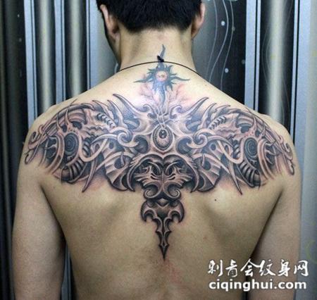 后背上的机械恶魔纹身图片