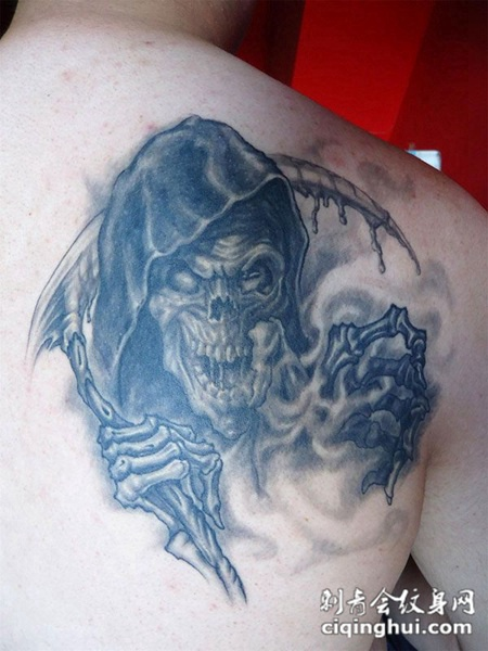 后背上的骷髅死神纹身