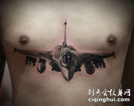 男生胸部战斗机纹身图案