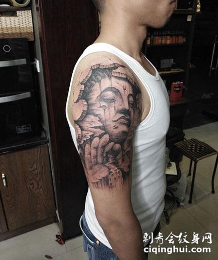 佛法无边,手臂3d石裂风格佛像纹身(图片编号:39435)