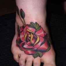 脚背上的玫瑰纹身