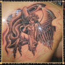 后背上的美女天使纹身