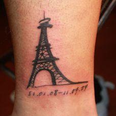 脚踝上的巴黎铁塔纹身
