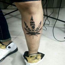 腿部个性枫叶纹身图案