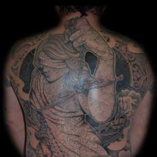 满背蒙眼的天使纹身图案