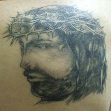 带着荆棘的耶稣纹身图案