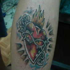 小臂上的荆棘心纹身