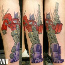 小腿上的变形金刚纹身图案