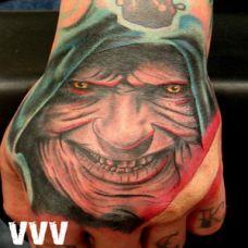 手背上的恶魔纹身图案