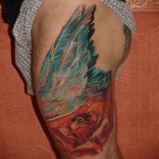 大腿上飞翔的天使纹身图案