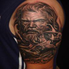 大臂上的恶魔纹身图案
