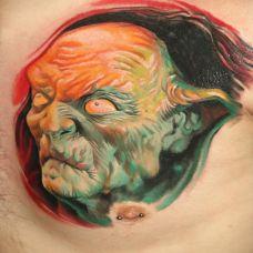 胸前的褶皱恶魔纹身图案