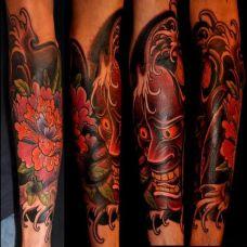 小臂上的般若牡丹纹身图案