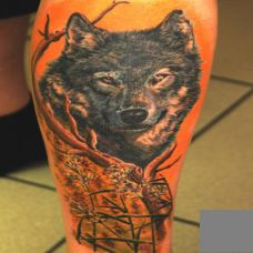 小腿上一只狼的纹身图案