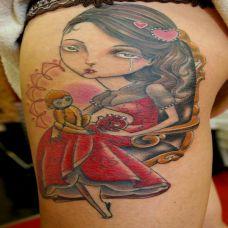 大腿上托着猴子的美女纹身图案