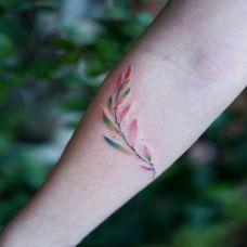 一缕春风,手臂小清新彩色树枝纹身