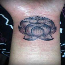 手腕上的莲花纹身图案