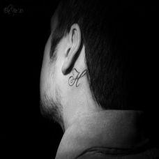 耳后的乐符纹身图案