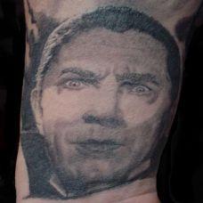 手腕上的帅哥纹身图案
