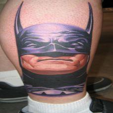 小腿上的超人头像纹身图案