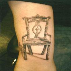 手腕上的椅子纹身图案