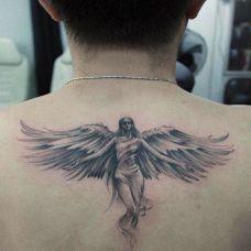 后背上的美女天使纹身图案