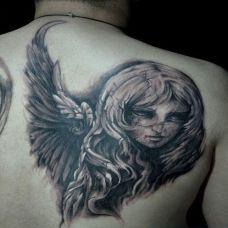 后背上的天使纹身图案