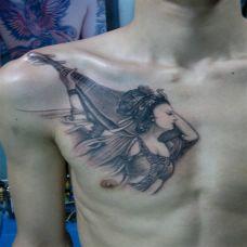 胸前的敦煌神女纹身图案