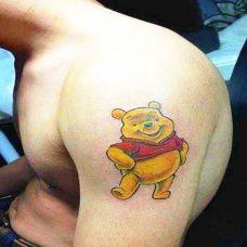 大臂上的泰迪熊纹身图案