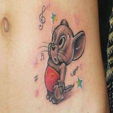 腰侧的老鼠纹身图案