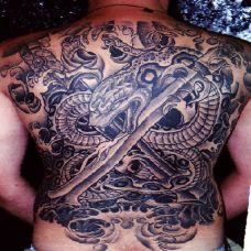 满背大蛇宝剑纹身图案