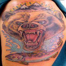 大臂上的狗熊纹身图案