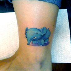 脚踝上的卡通小象纹身图案