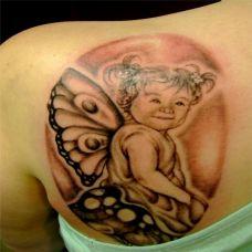后背上的蝴蝶精灵纹身图案