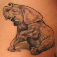 肩膀上的小象纹身图案