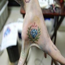虎口处钻石纹身图案