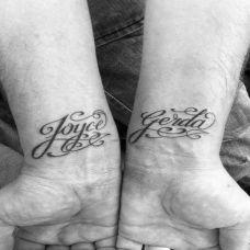 手腕花体字英文纹身图案