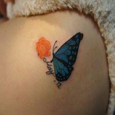 肩膀上的蝴蝶纹身图案