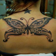 后背上的蝴蝶眼睛纹身图案