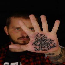 手心内的铃铛纹身图案
