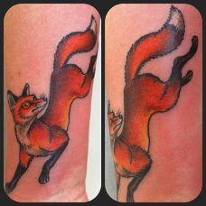 手腕上的小狐狸纹身图案