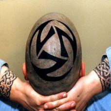 头顶的足球符号纹身图案