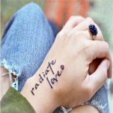 手腕上的英文纹身图案